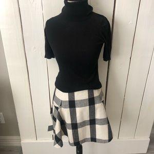 Banana Republic black and cream plaid skirt